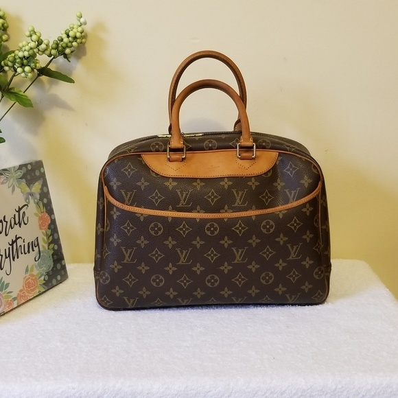 Louis Vuitton Handbags - LV deauville aunthentic